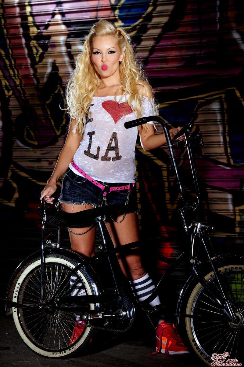 aaliyah-love-bike-nude-holly-randall-01