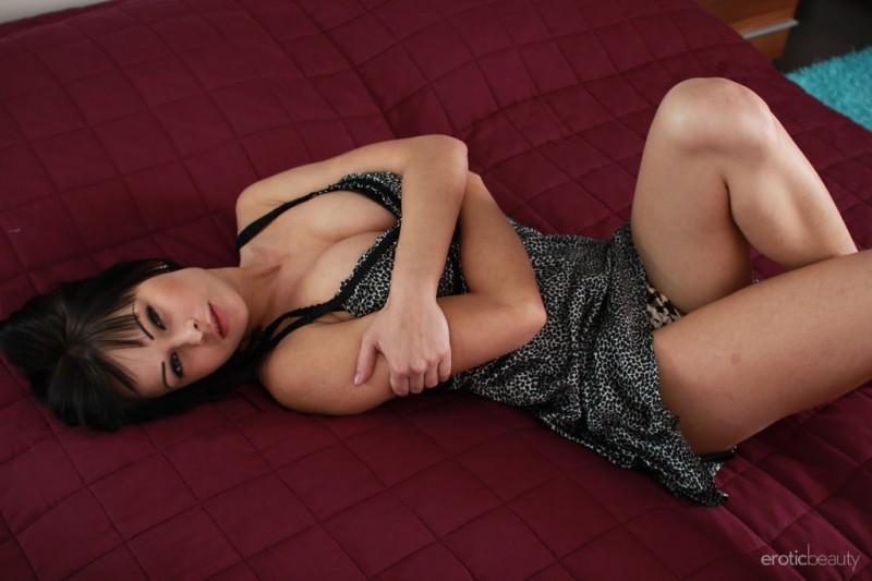 abbie-cat-nude-bedroom-eroticbeauty-01