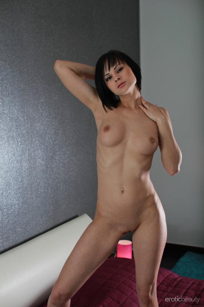abbie-cat-nude-bedroom-eroticbeauty-15