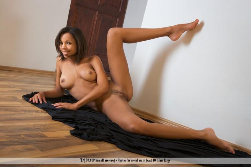 maela-maci-nude-femjoy-07