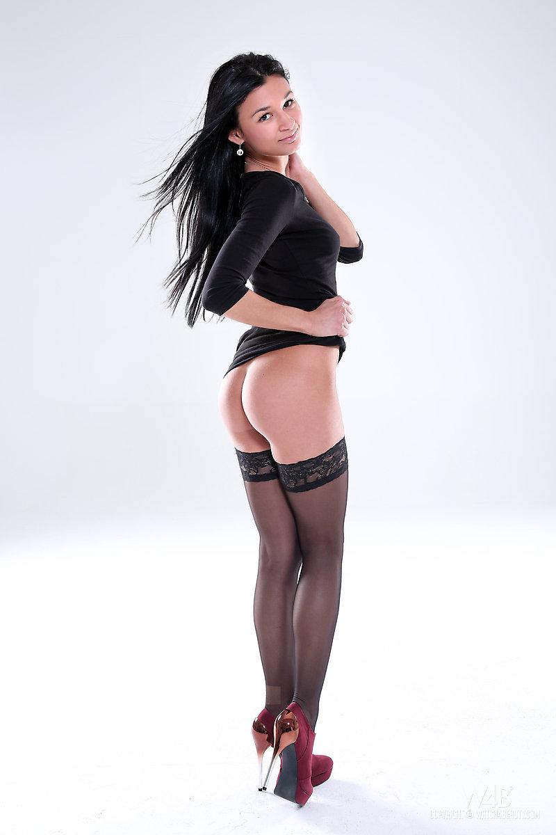 alicia-black-stockings-brunette-nude-watch4beauty-05