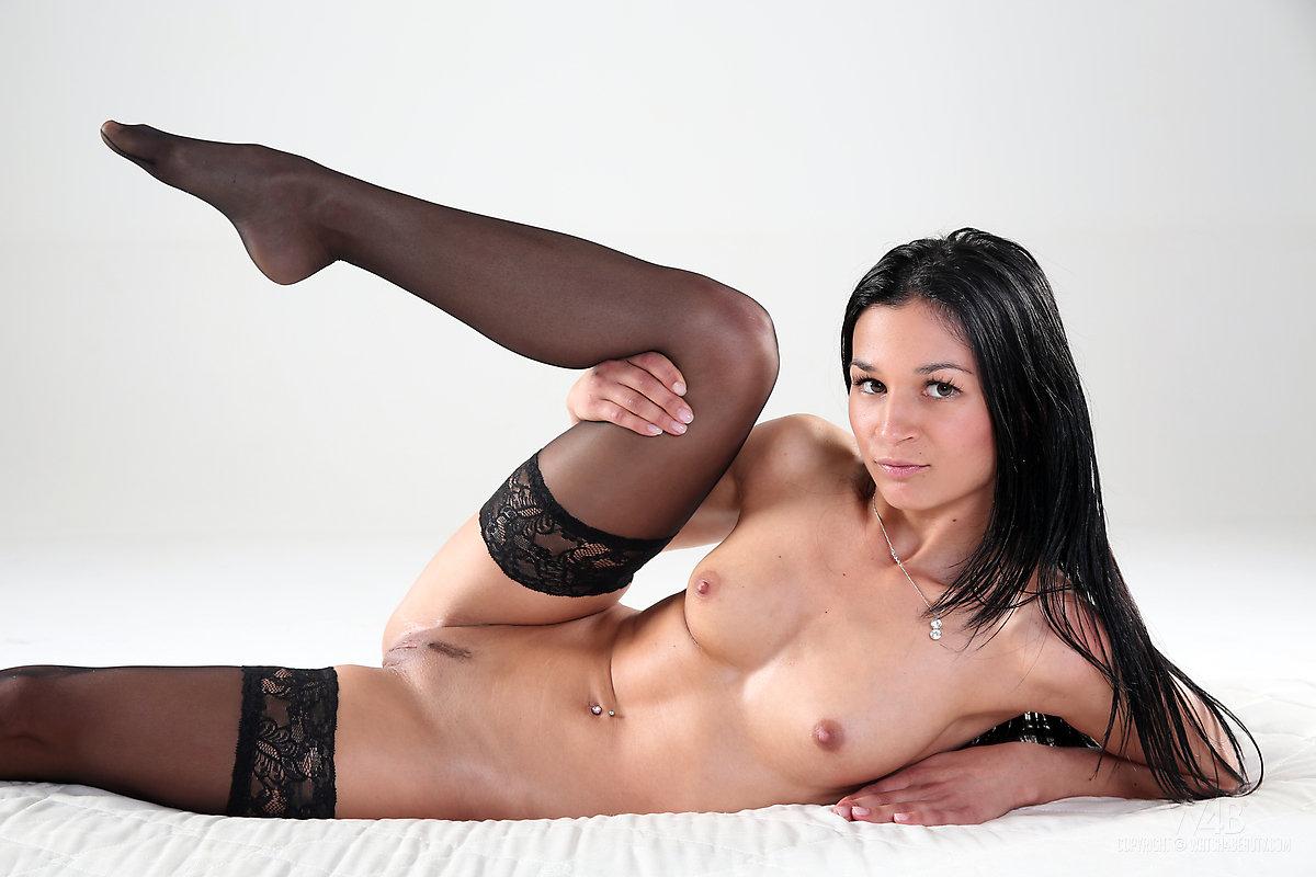 alicia-black-stockings-brunette-nude-watch4beauty-16
