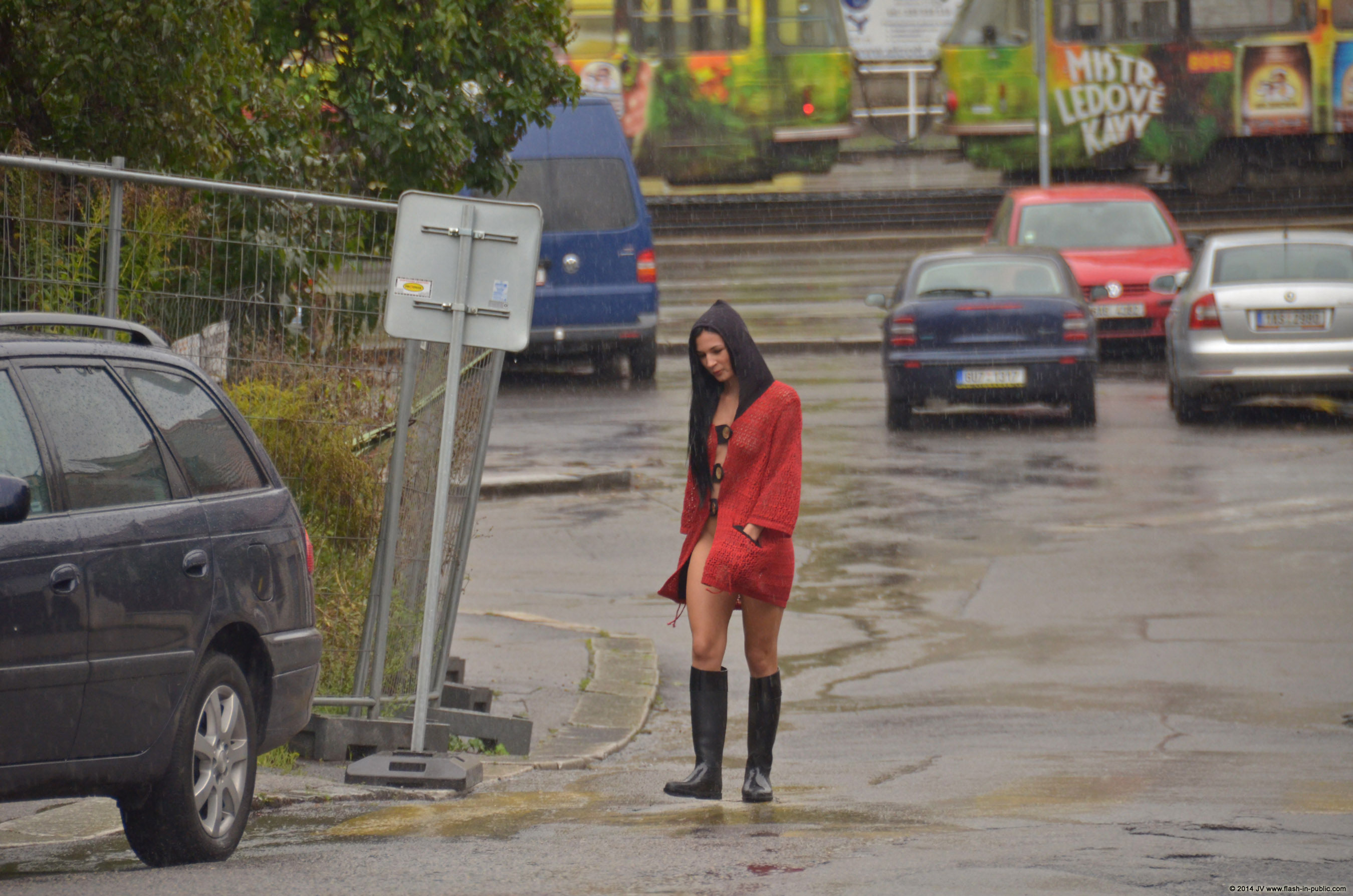 adela-brunette-nude-rain-wet-flash-in-public-11