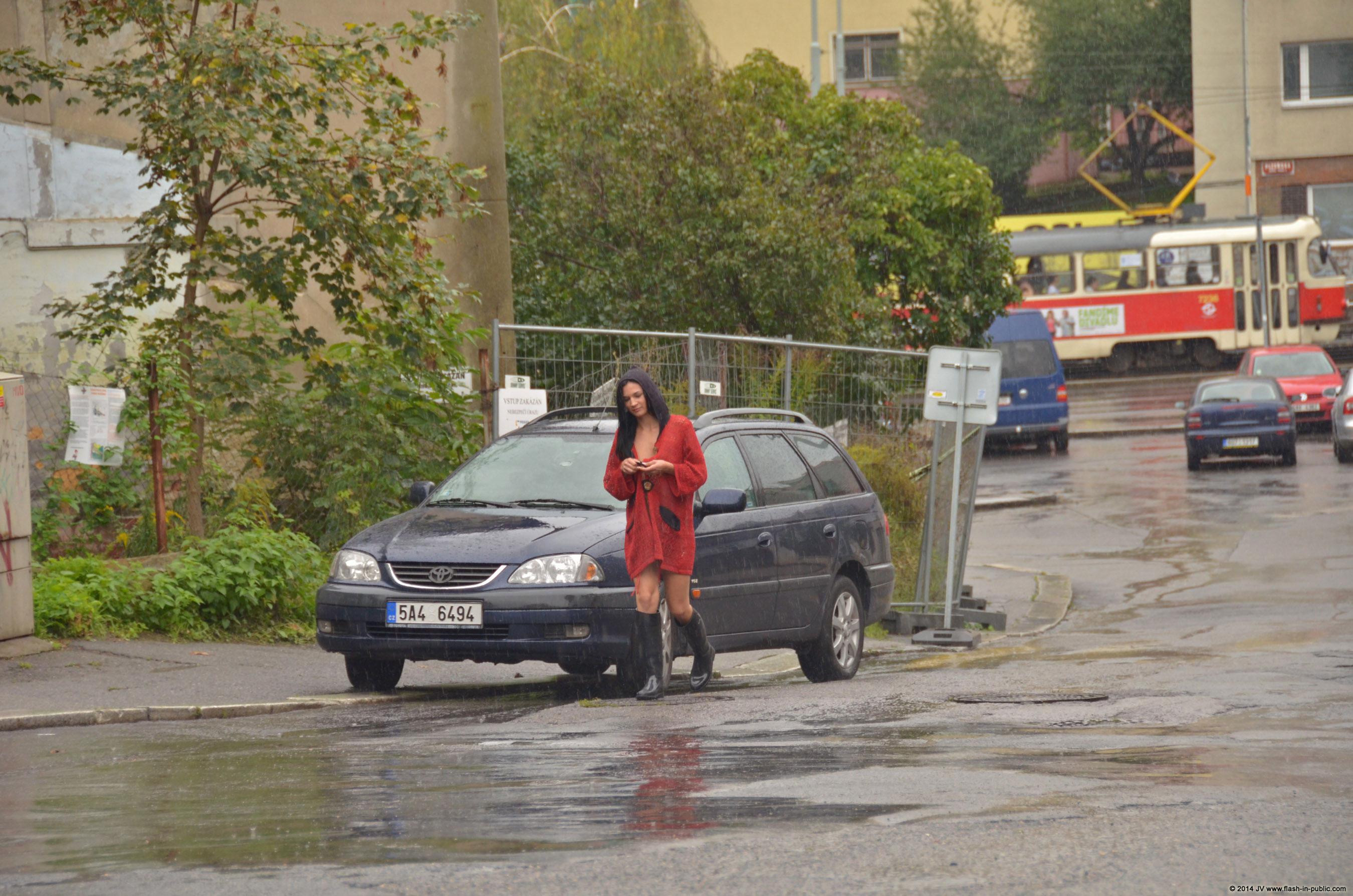 adela-brunette-nude-rain-wet-flash-in-public-12