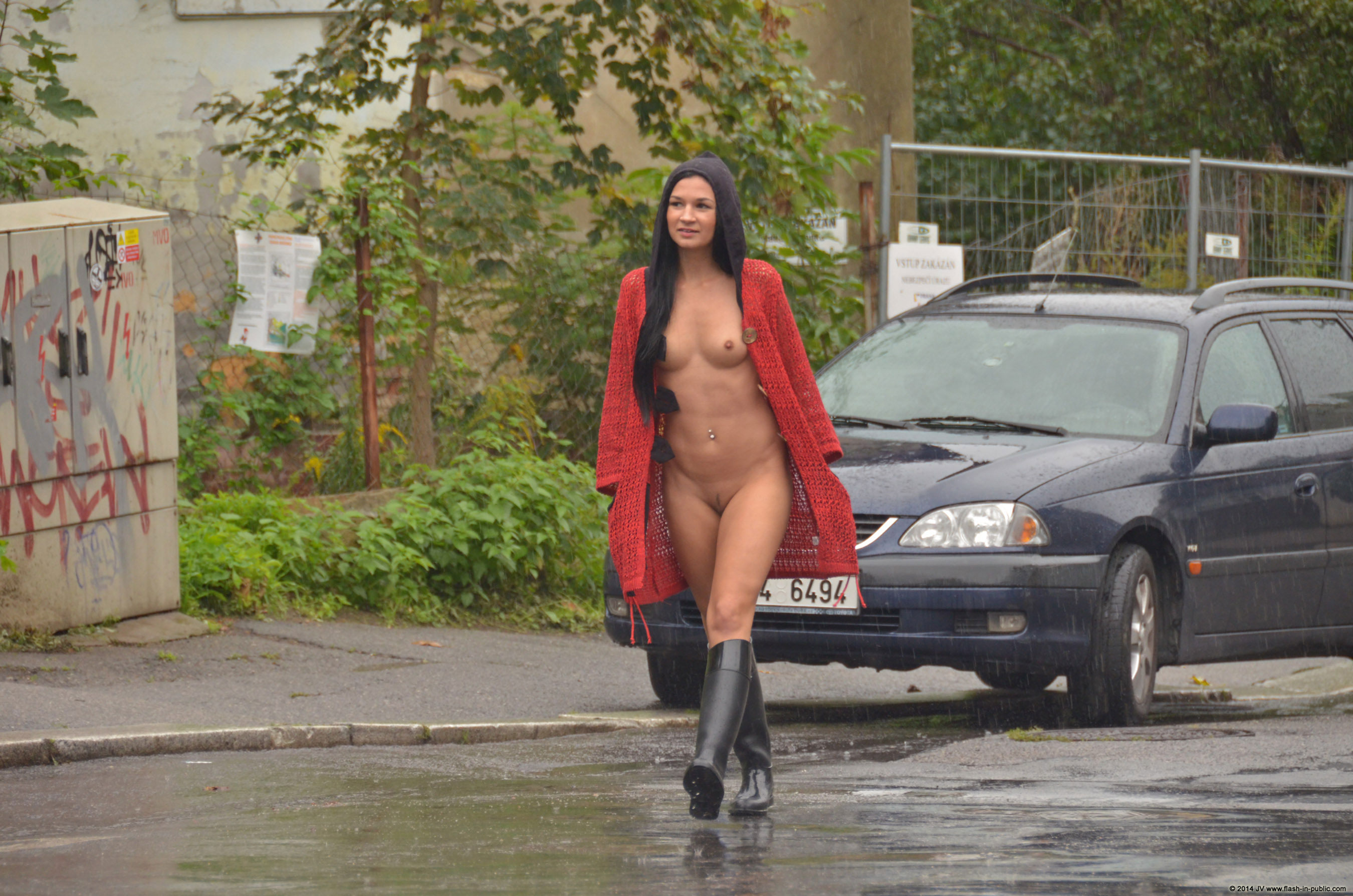 adela-brunette-nude-rain-wet-flash-in-public-16