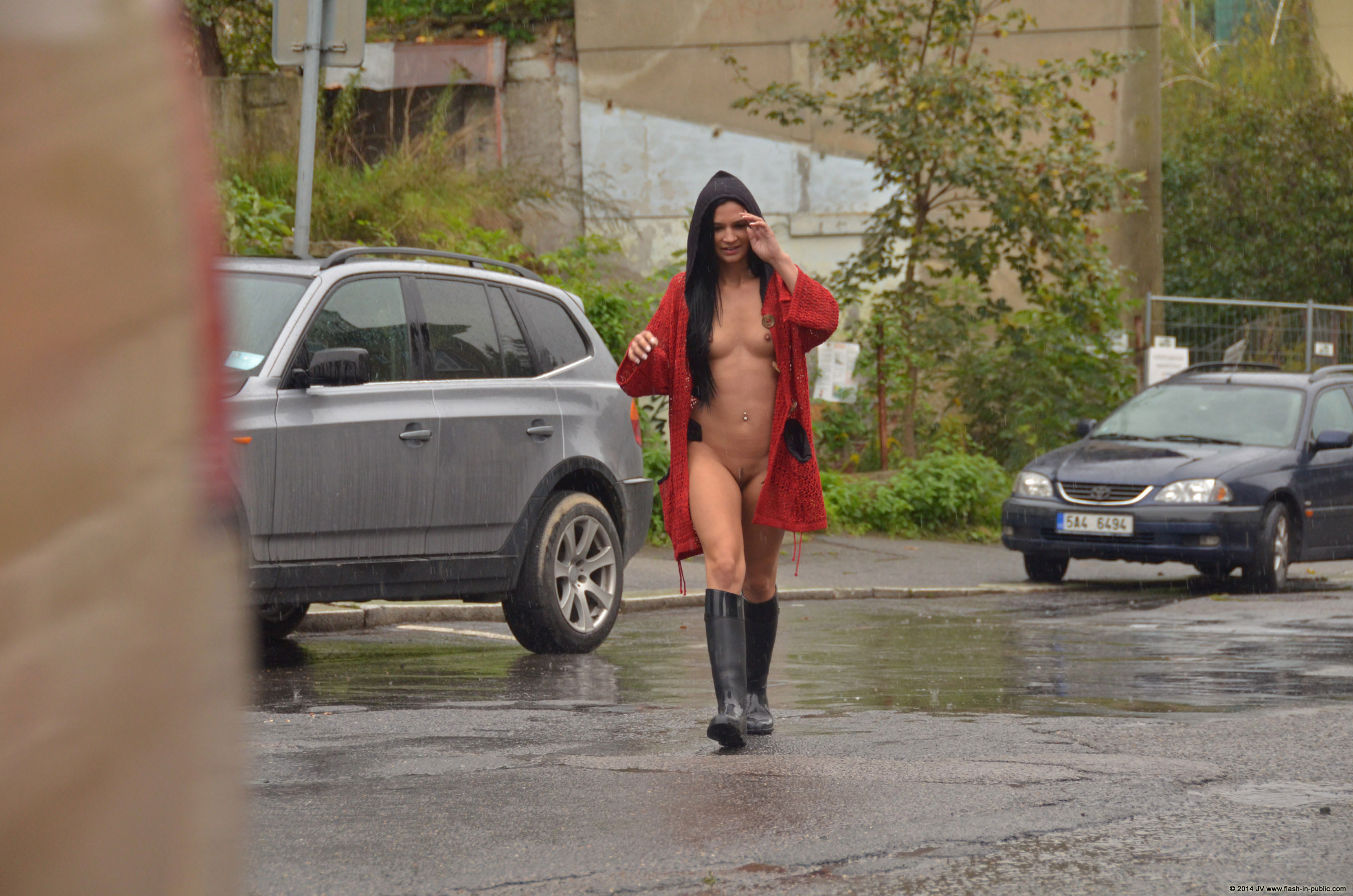 adela-brunette-nude-rain-wet-flash-in-public-18