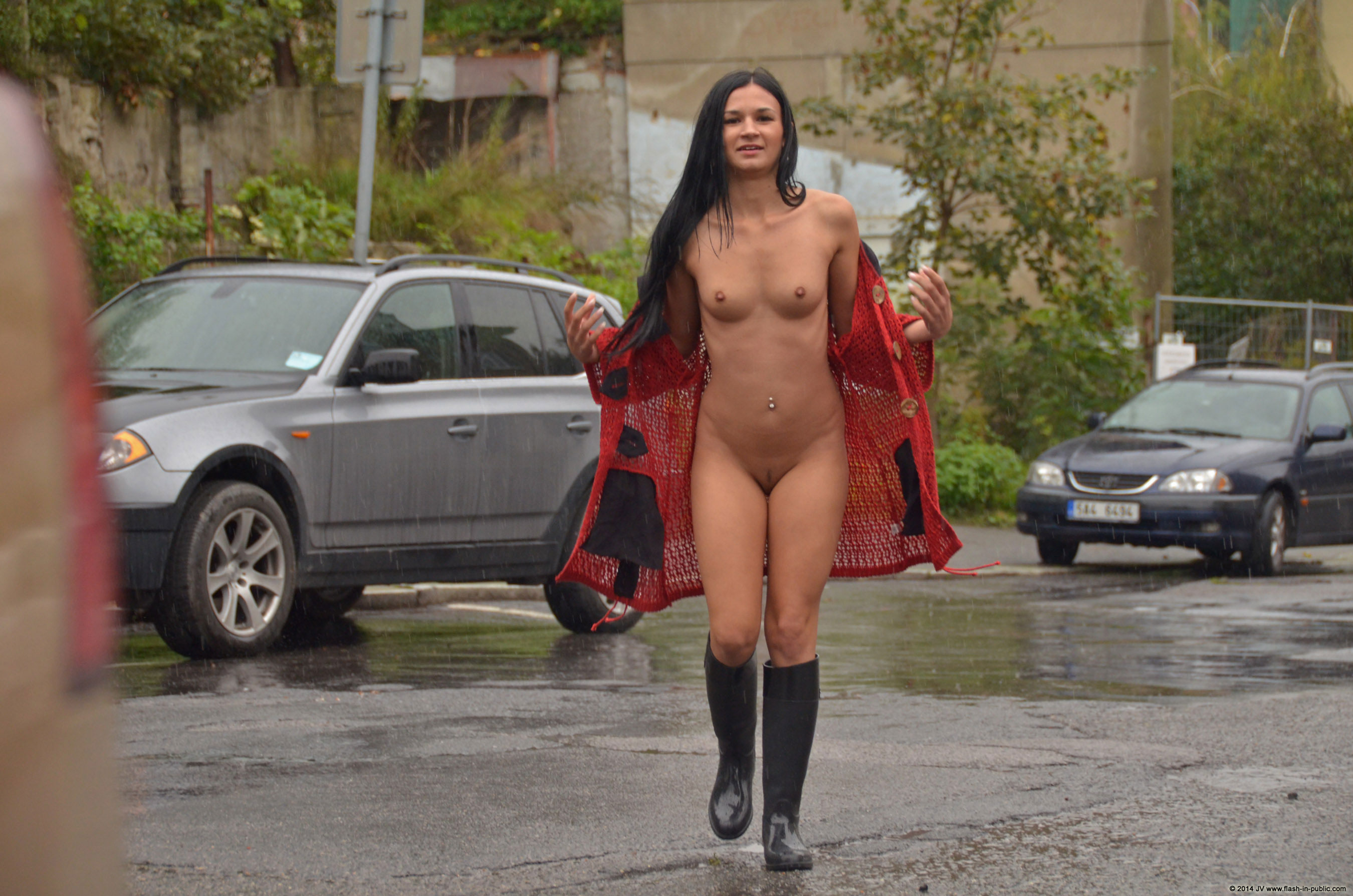 adela-brunette-nude-rain-wet-flash-in-public-20