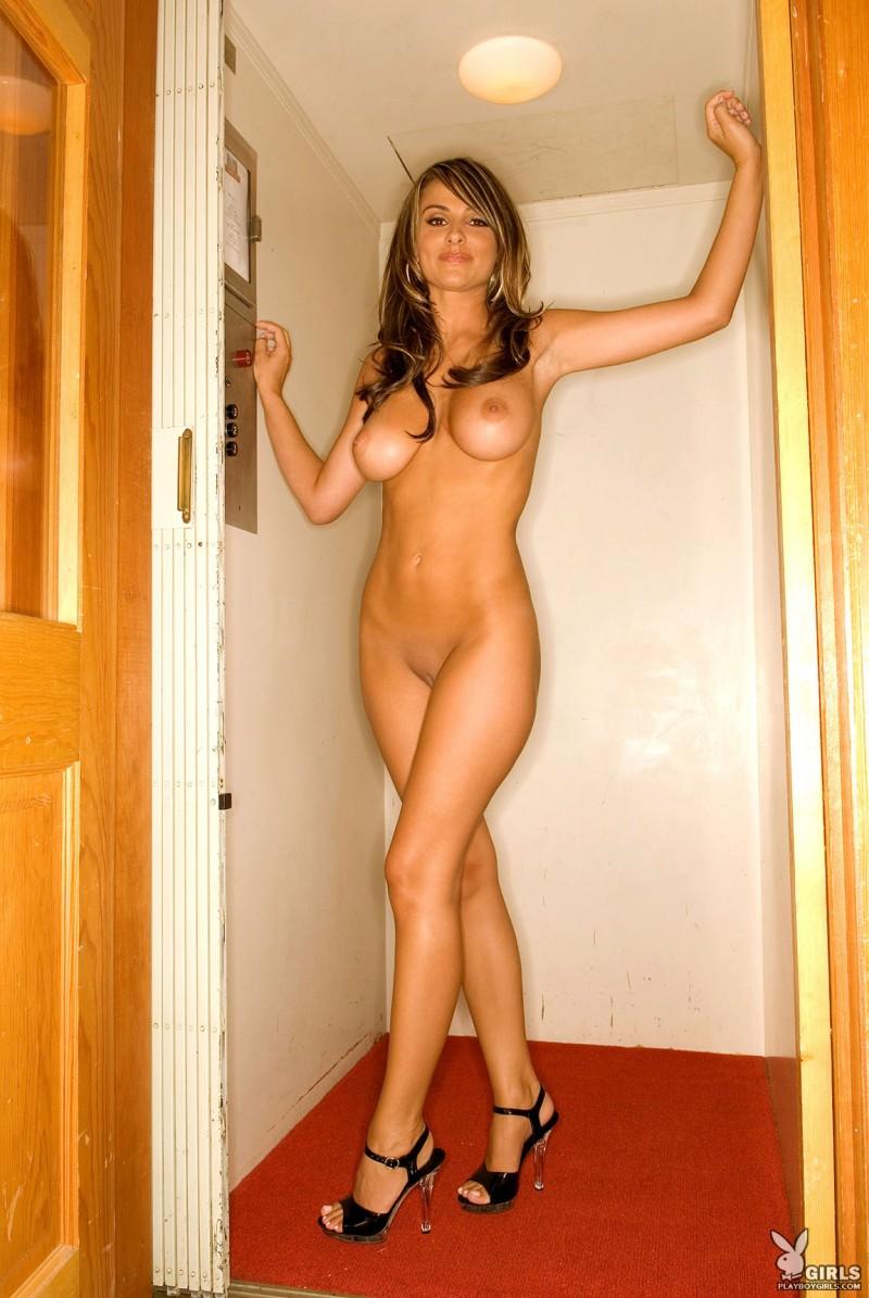 aden-bianco-elevator-playboy-14