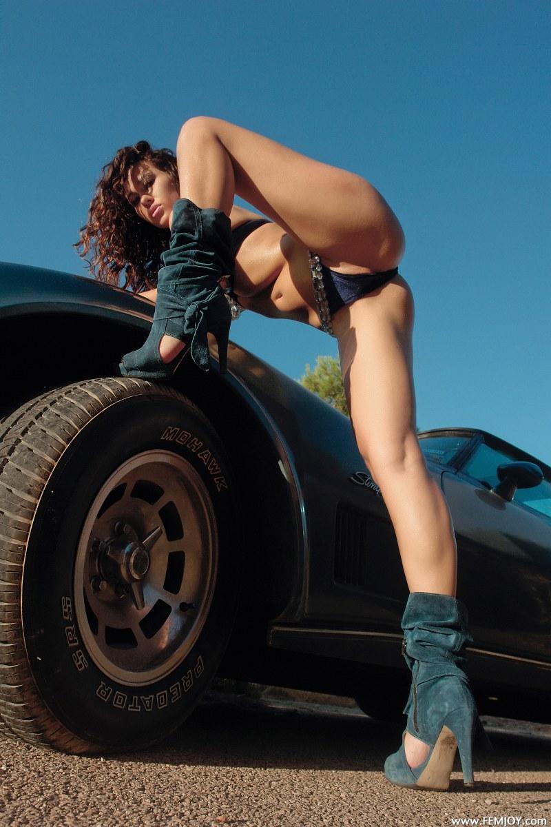 adrean-carwash-corvette-femjoy-02