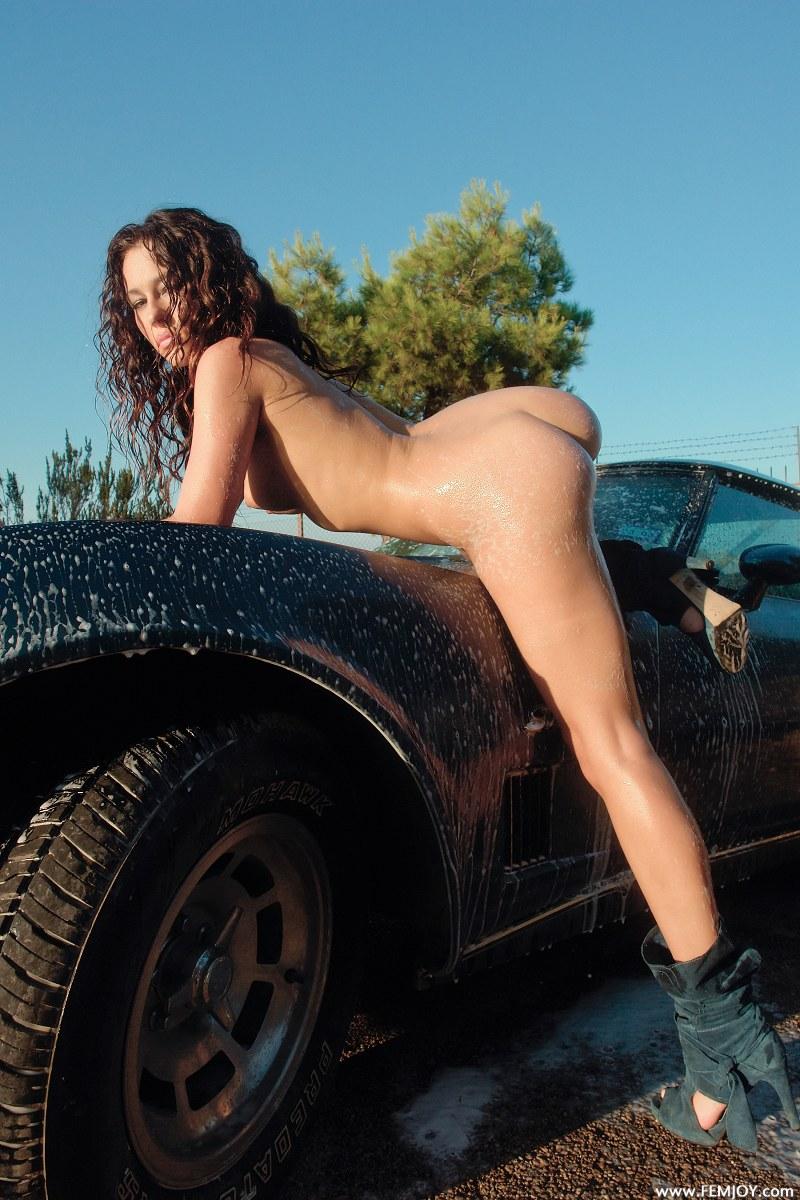 adrean-carwash-corvette-femjoy-09