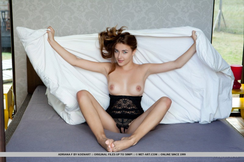 adriana-f-body-met-art-06