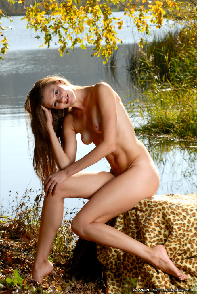 adriana-slim-body-girl-nude-lake-mplstudios-04