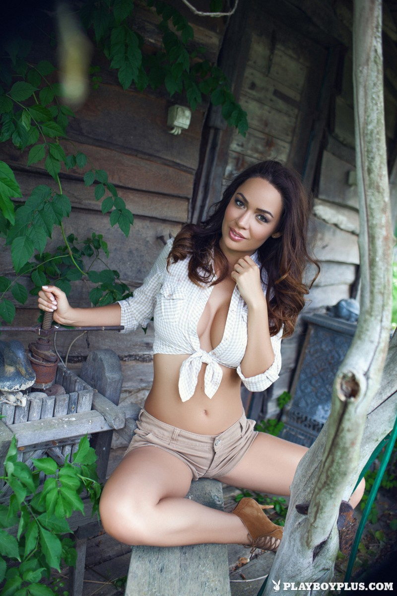 adrienn-levai-wooden-hut-playboy-03