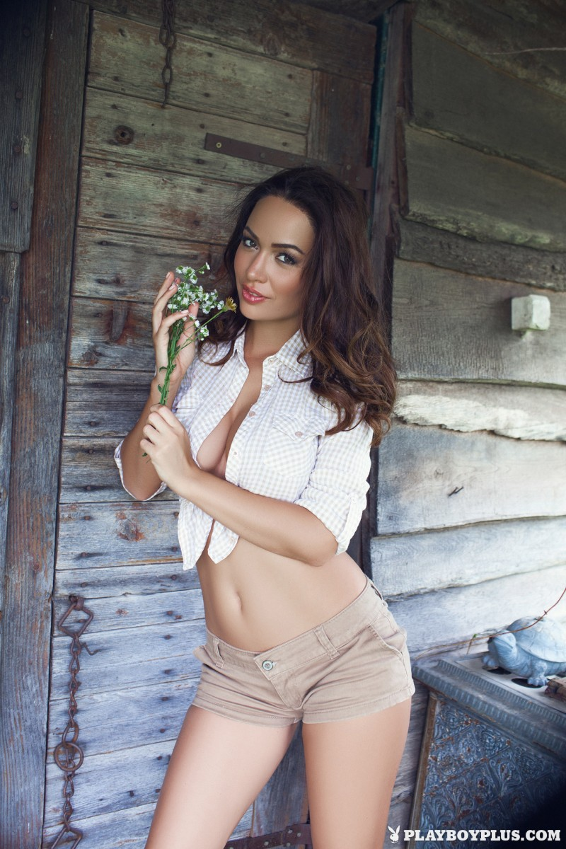 adrienn-levai-wooden-hut-playboy-04