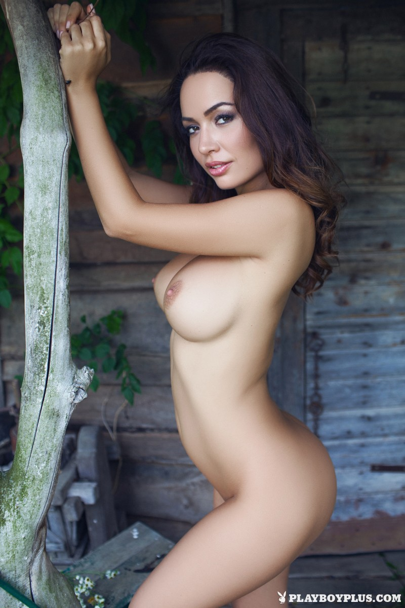 adrienn-levai-wooden-hut-playboy-22