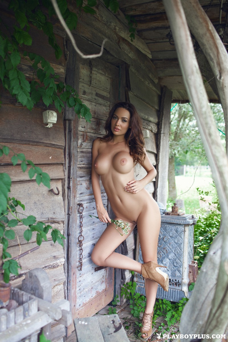adrienn-levai-wooden-hut-playboy-30