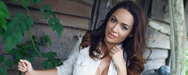 Adrienn Levai – Old wooden shack