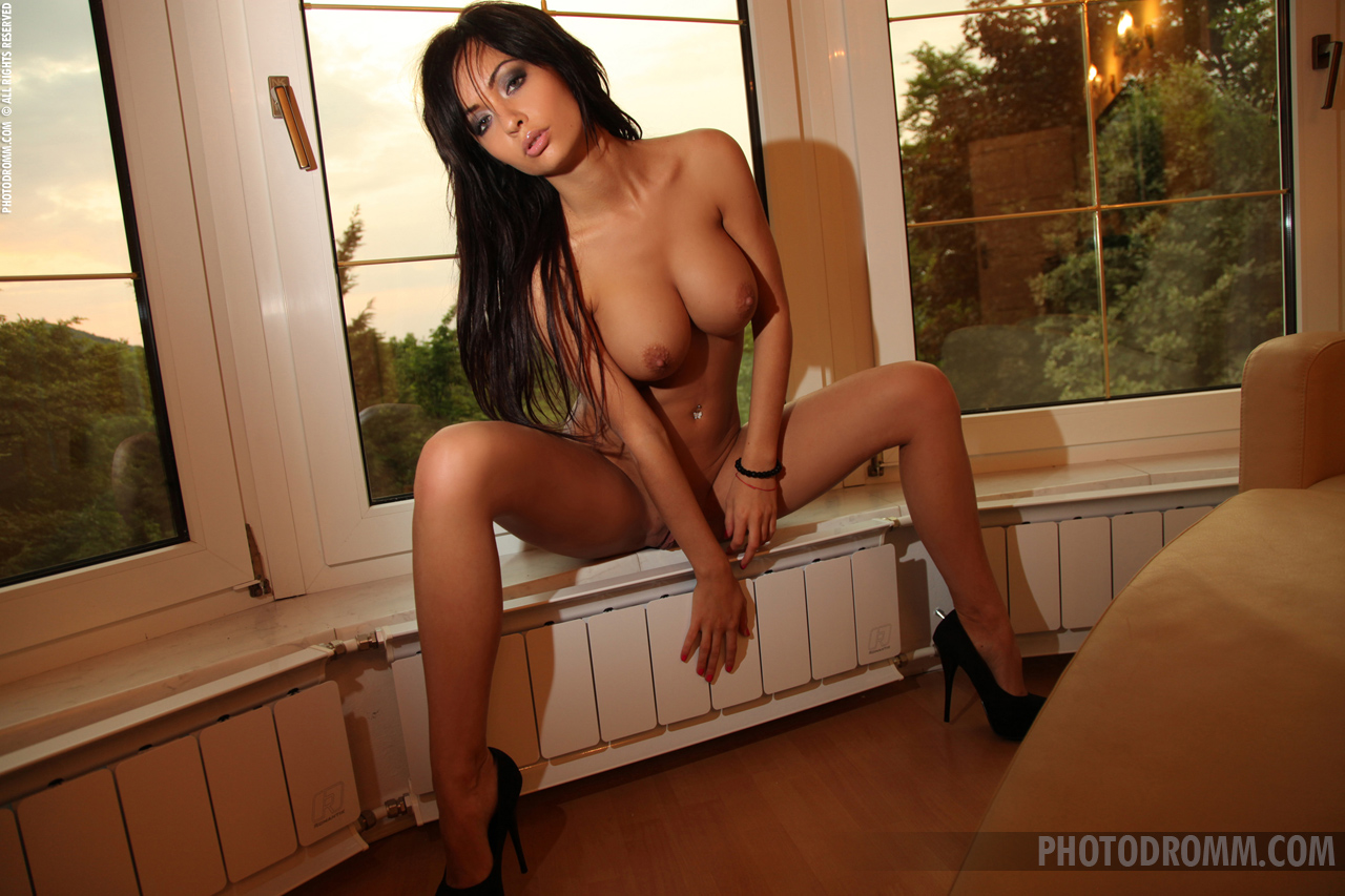 adrienne-window-naked-photodromm-05