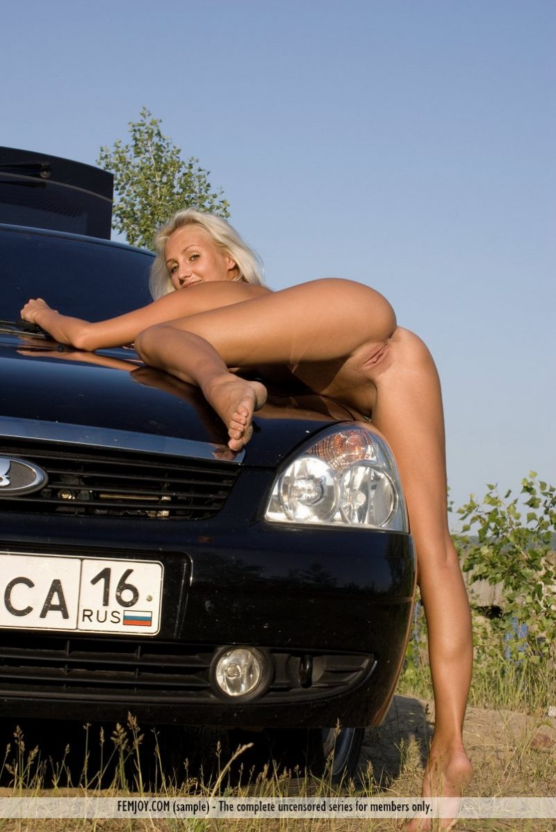 afina-nude-blond-car-femjoy-12