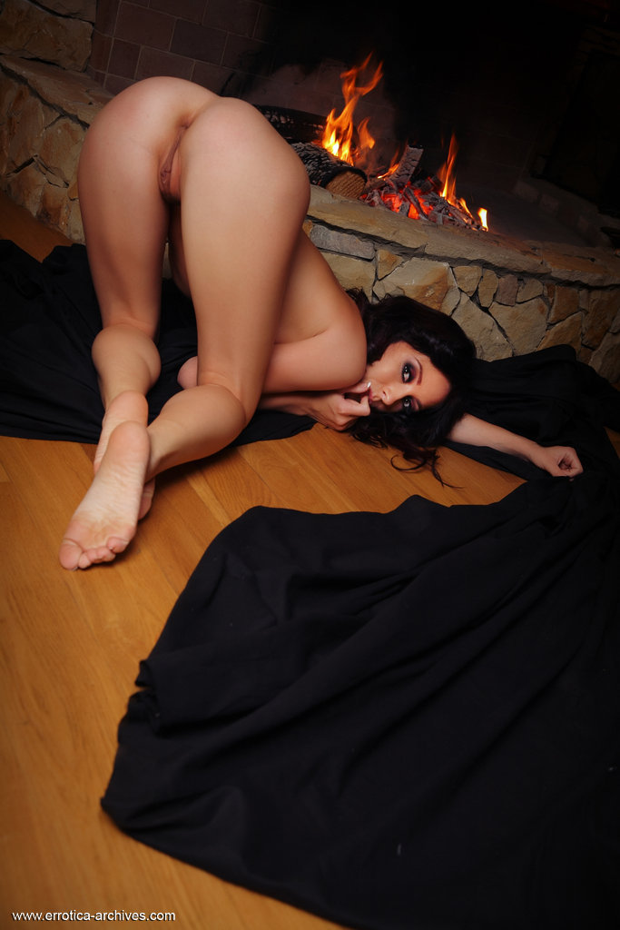 night-fireplace-errotica-archives-14
