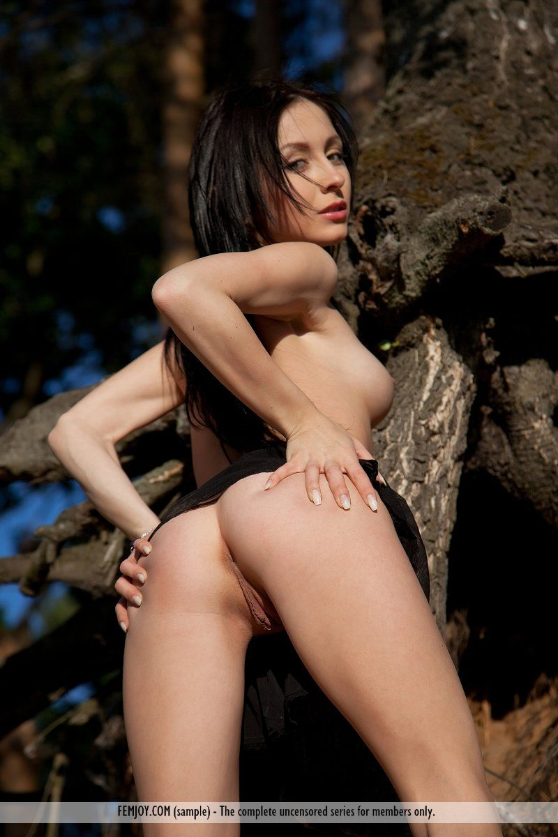 agatha-d-woods-brunette-nude-femjoy-04