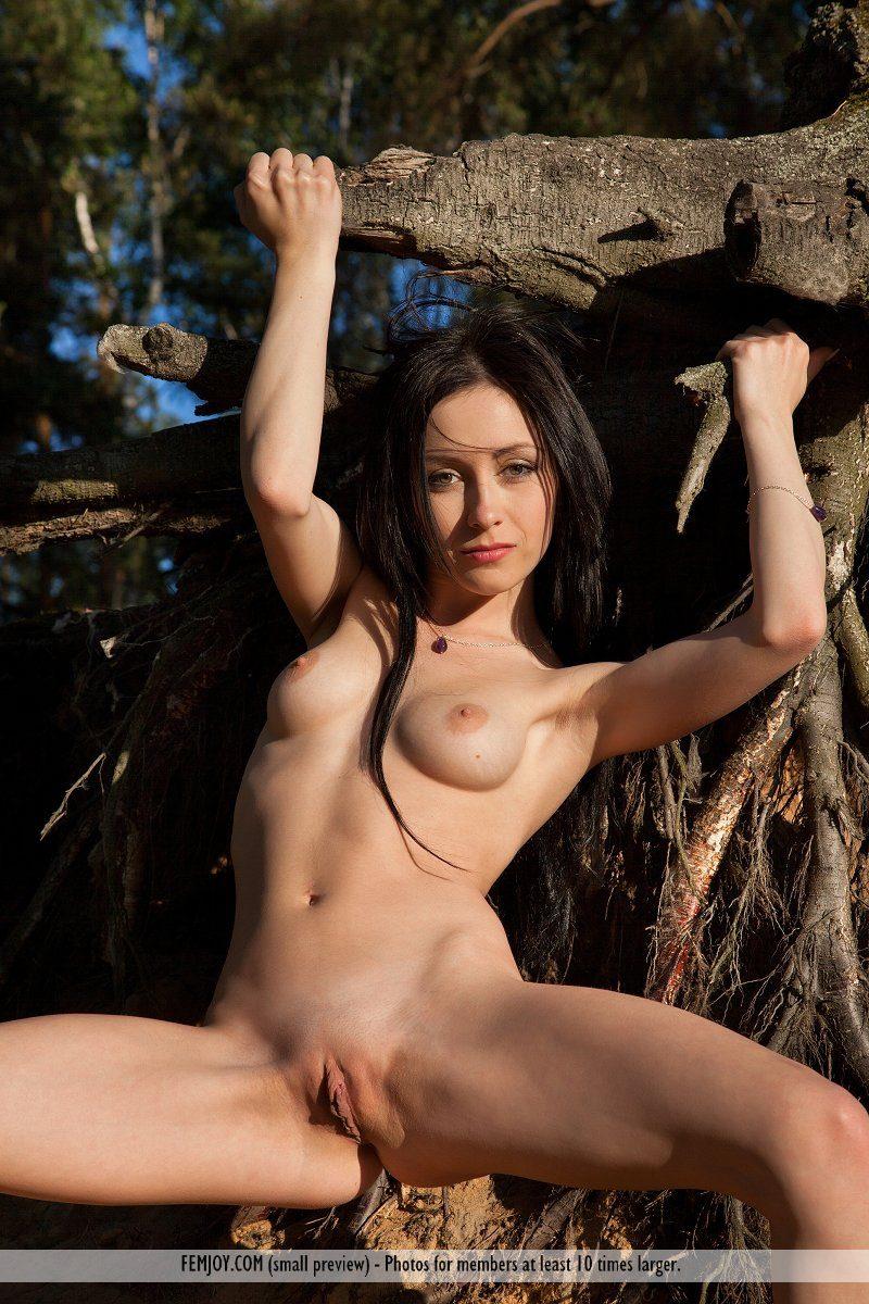 agatha-d-woods-brunette-nude-femjoy-11