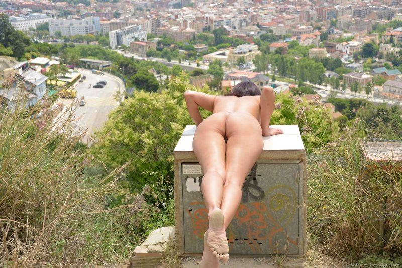 agnes-b-barcelona-nude-in-public-02