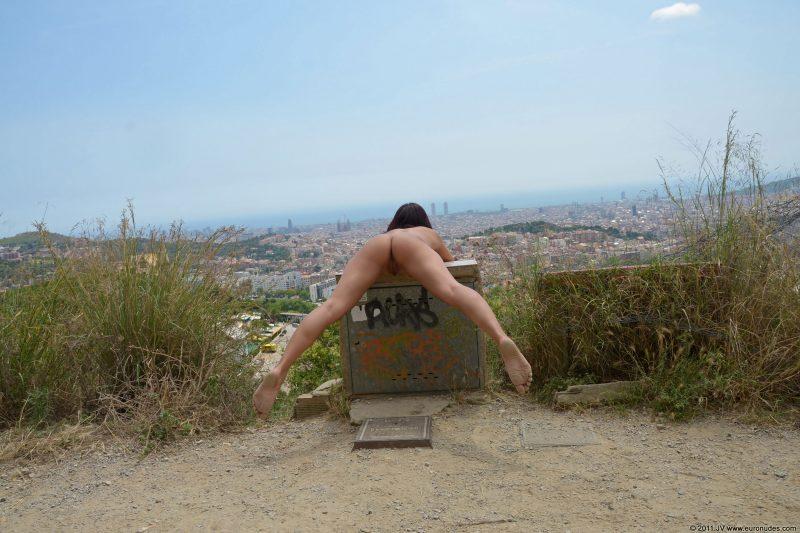 agnes-b-barcelona-nude-in-public-03