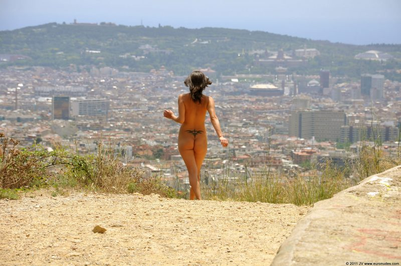 agnes-b-barcelona-nude-in-public-07