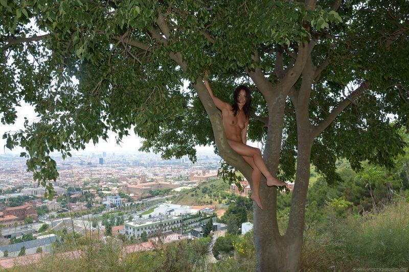 agnes-b-barcelona-nude-in-public-10