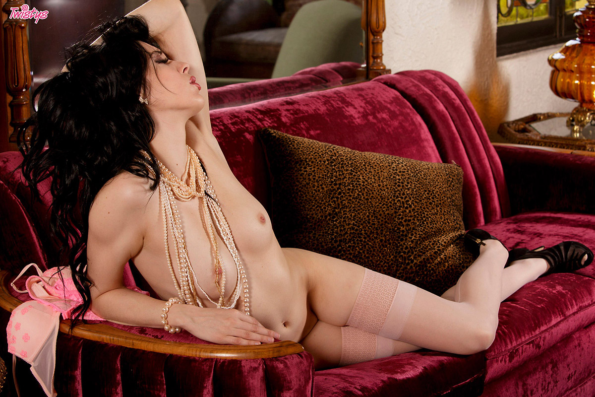 aiden-ashley-pearls-stockings-nude-twistys-13