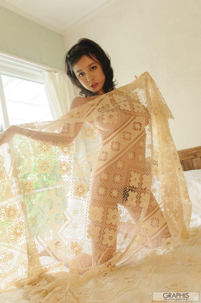 aimi-yoshikawa-naked-bedroom-graphis-19