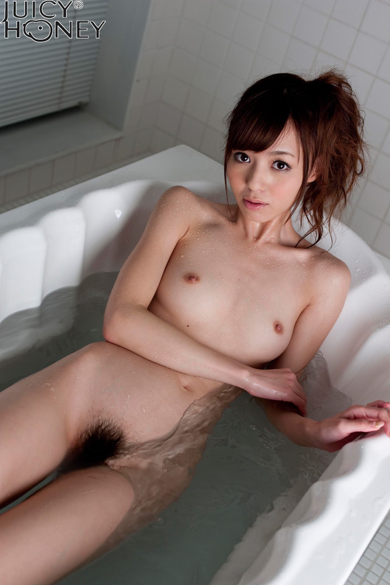 aino-kishi-shower-nude-bath-juicy-honey-31