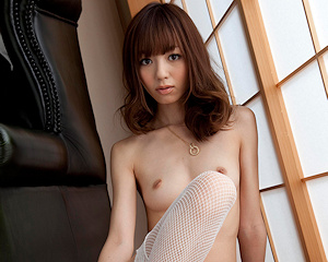 aino-kishi-white-stockings-juicy-honey