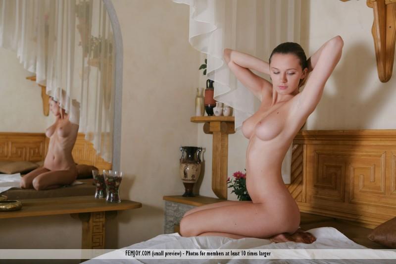 aisha-z-nude-in-bed-femjoy-01