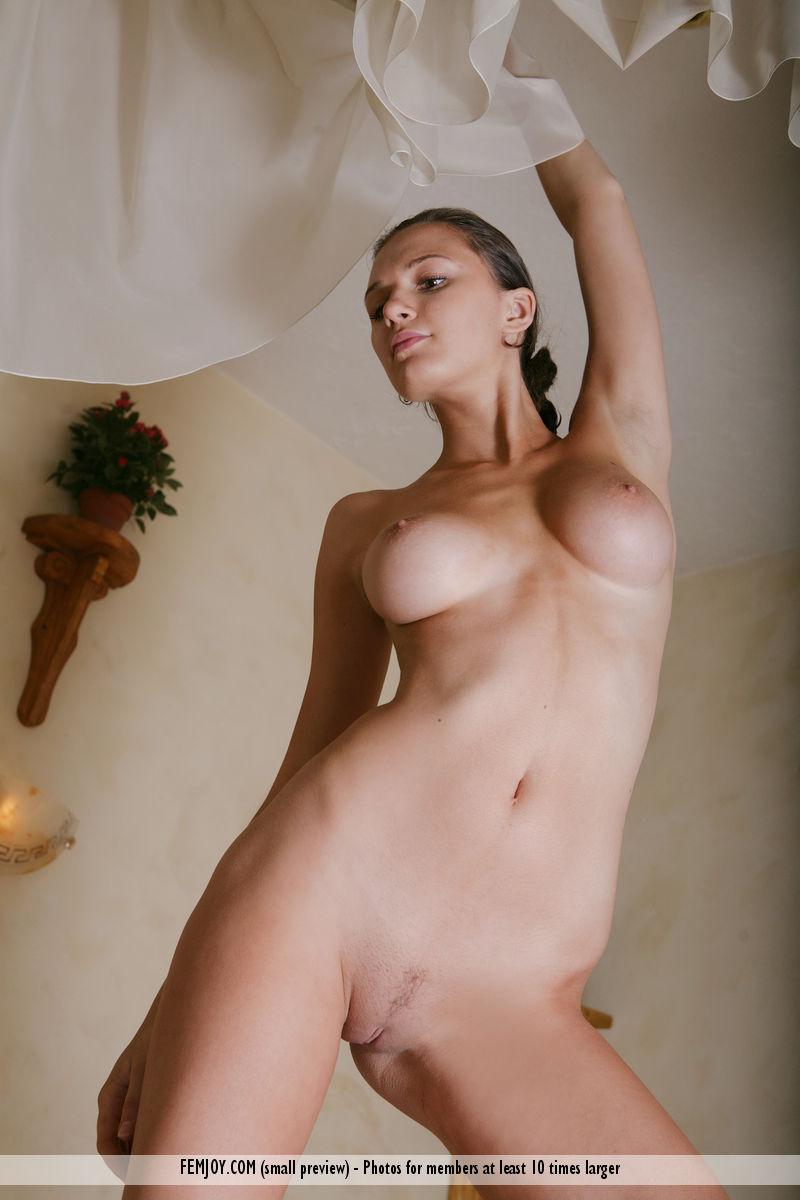 aisha-z-nude-in-bed-femjoy-14