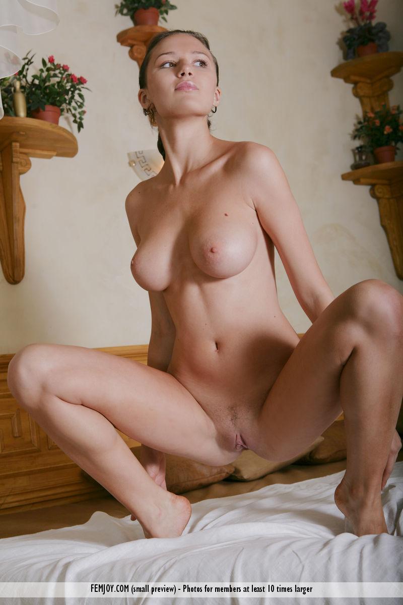aisha-z-nude-in-bed-femjoy-15