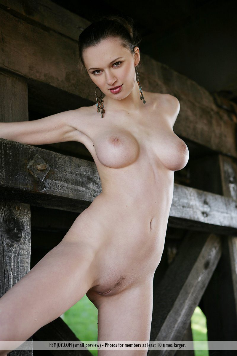 aisha-z-under-bridge-naked-femjoy-17