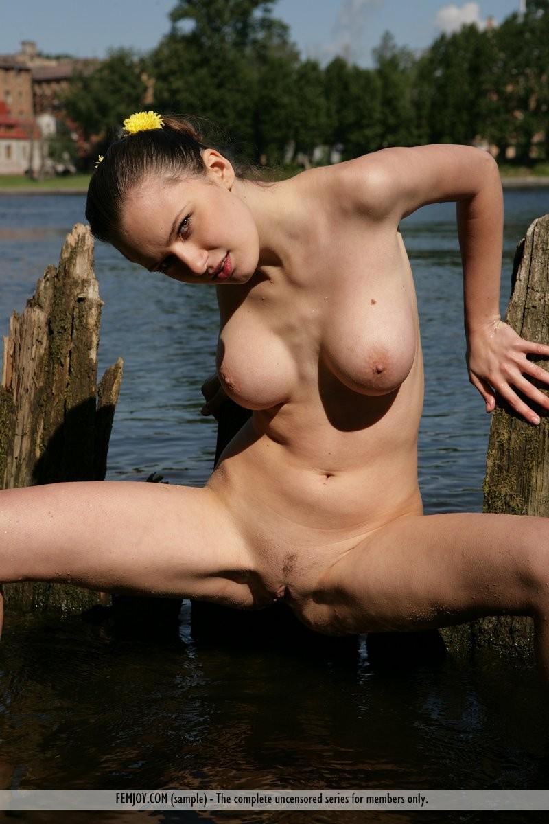 aisha-z-naked-river-femjoy-12