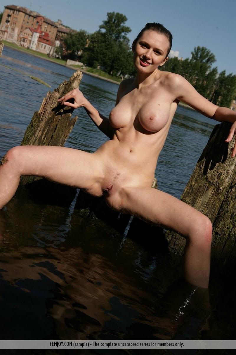 aisha-z-naked-river-femjoy-14