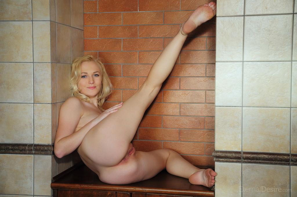 aislin-blonde-bathroom-towel-naked-eternaldesire-26