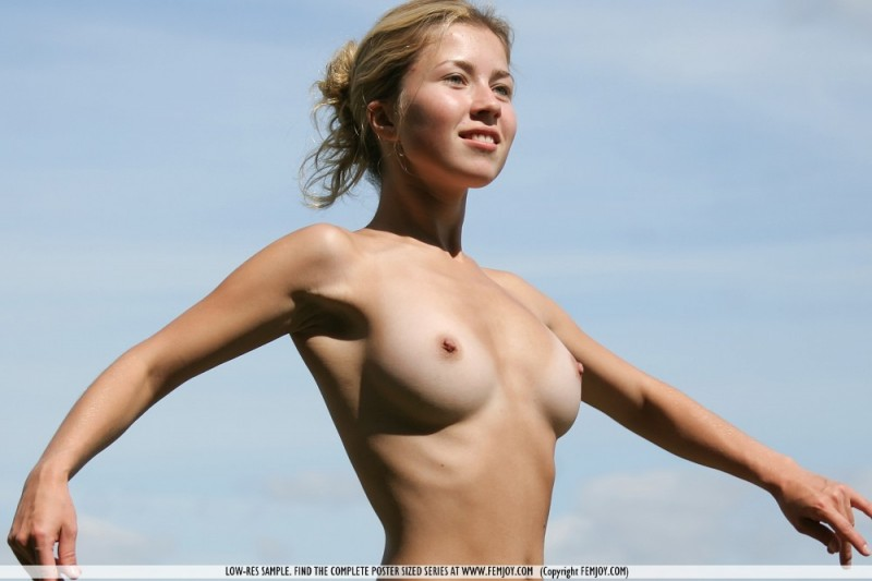 albina-meadow-femjoy-03