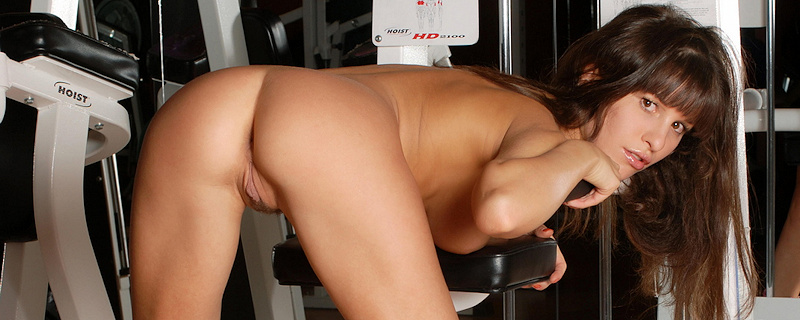Albina – Naked workout at the gym