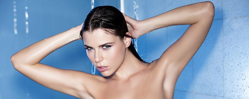 Aleksa Slusarchi in the shower