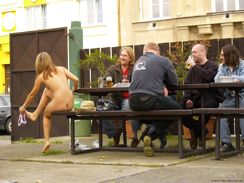 alane-e-small-bar-nude-in-public-04