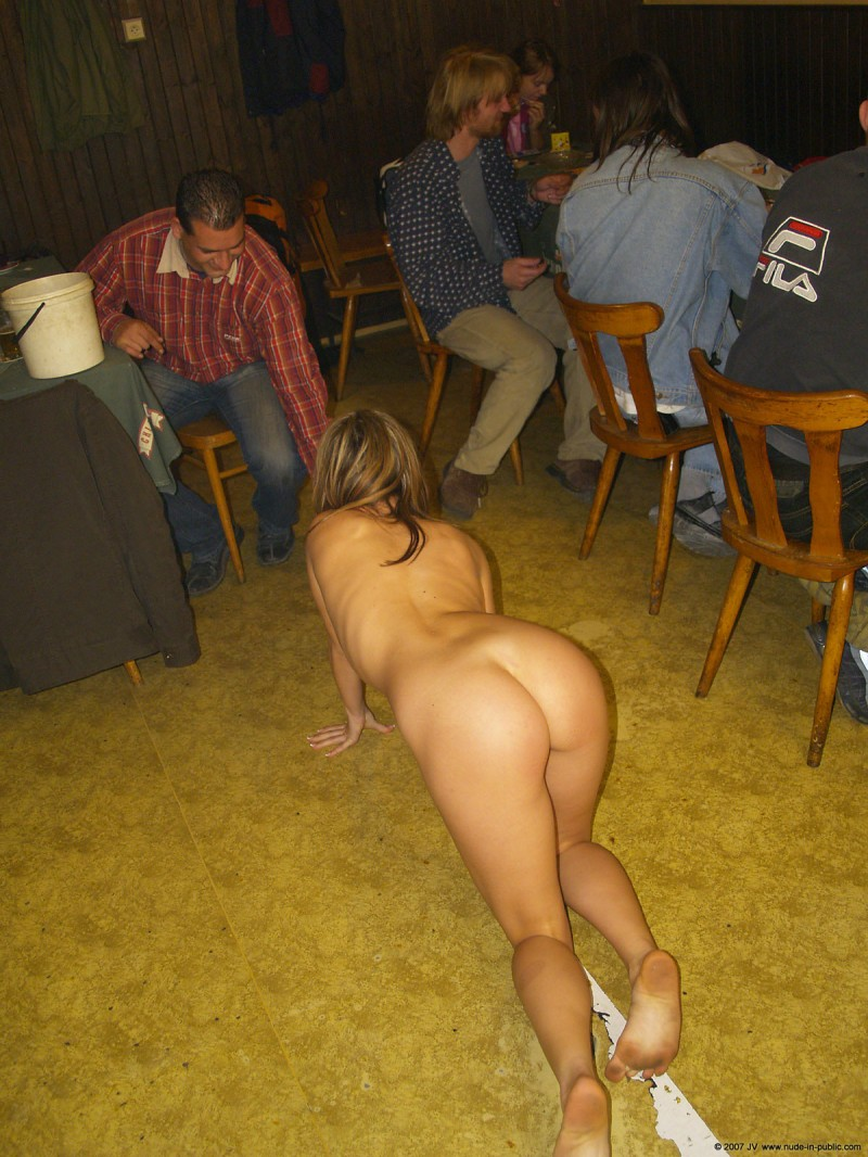 alane-e-small-bar-nude-in-public-13