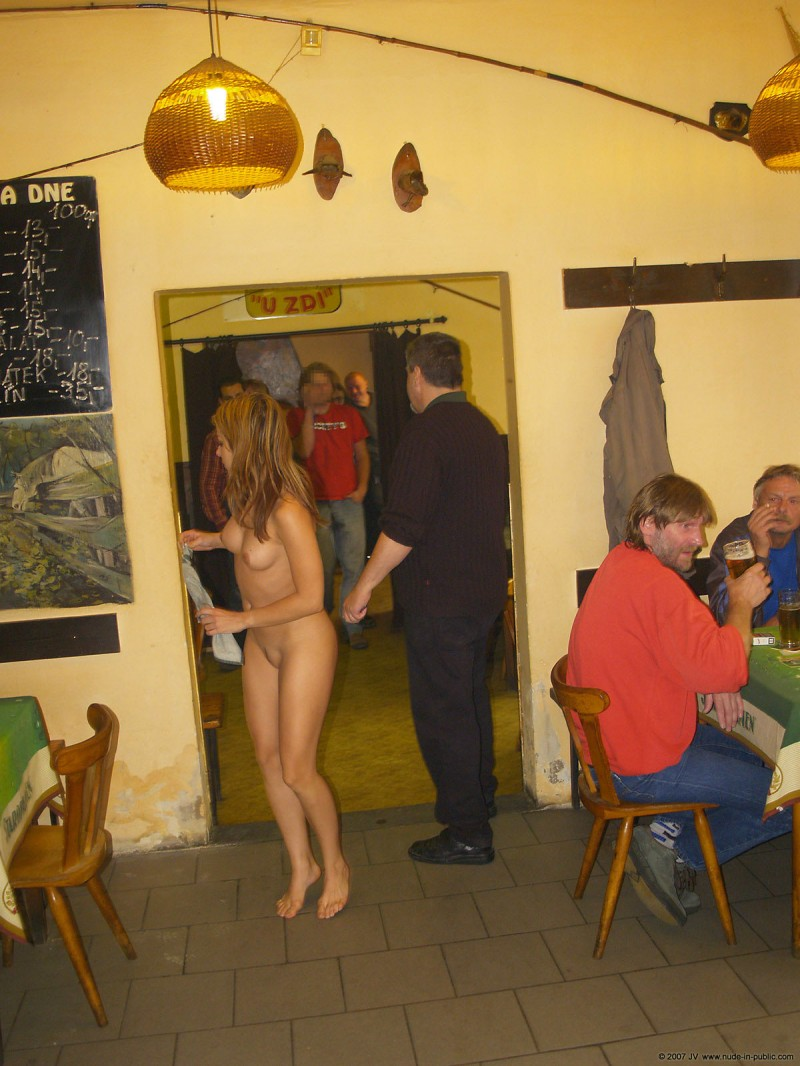 alane-e-small-bar-nude-in-public-14