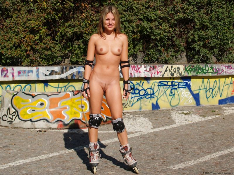 alene-roller-skating-nude-in-public-07