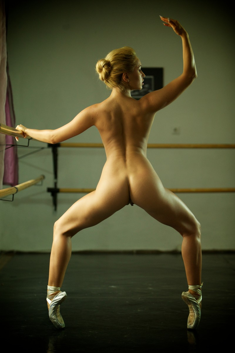 nude athletic girls blonde