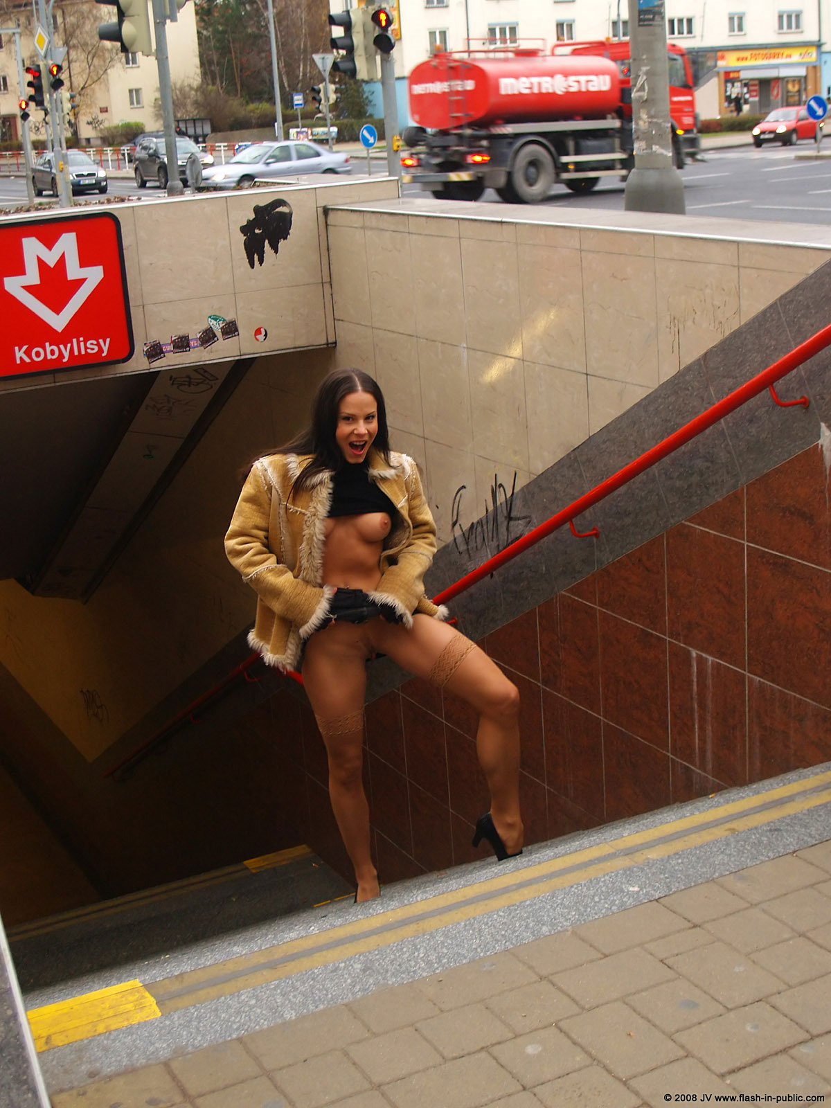 alexandra-g-bottomless-stockings-flash-in-public-08